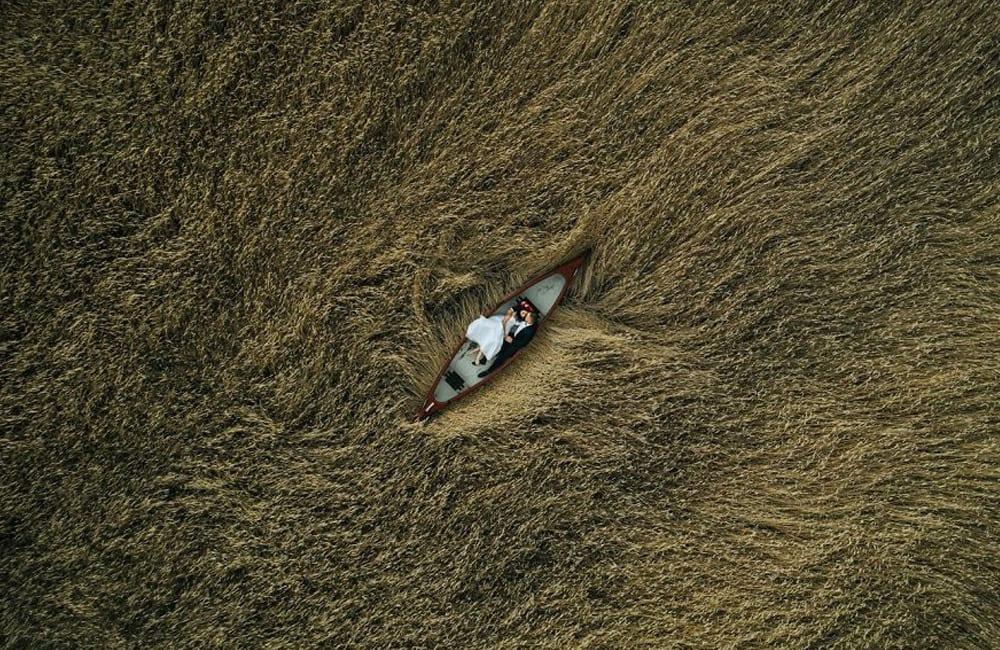 Lovers On The Field © Krzysztof Krawczyk / droneawards.photo