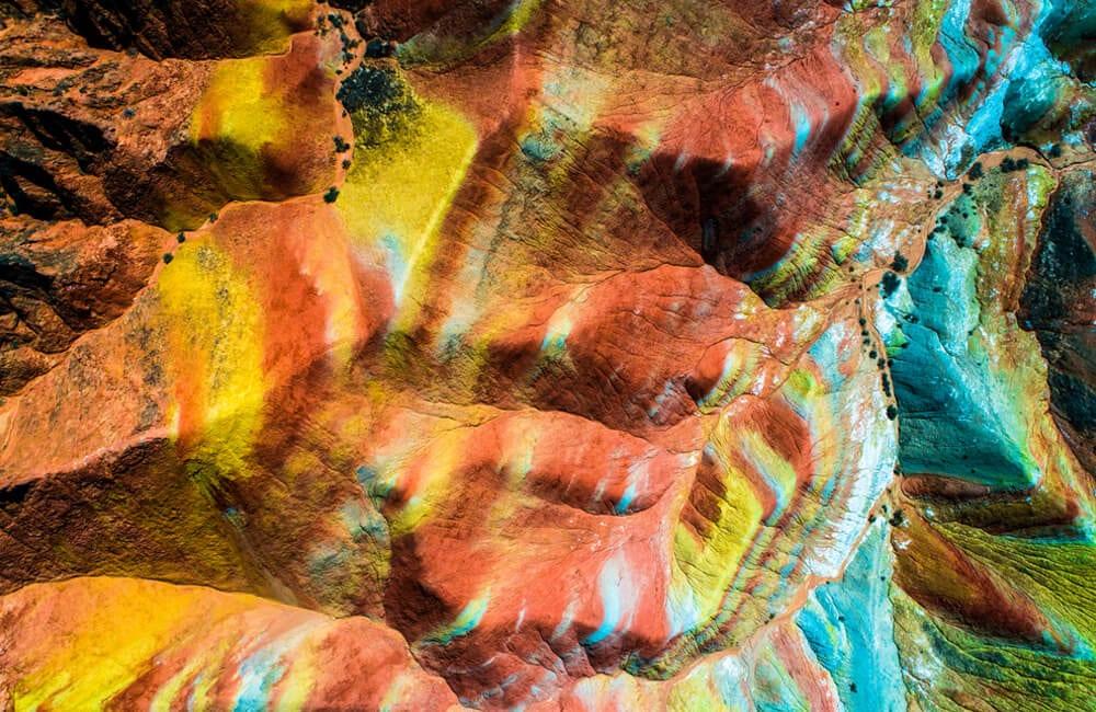 Rainbow Mountains © M.  Scheja / Shutterstock.com