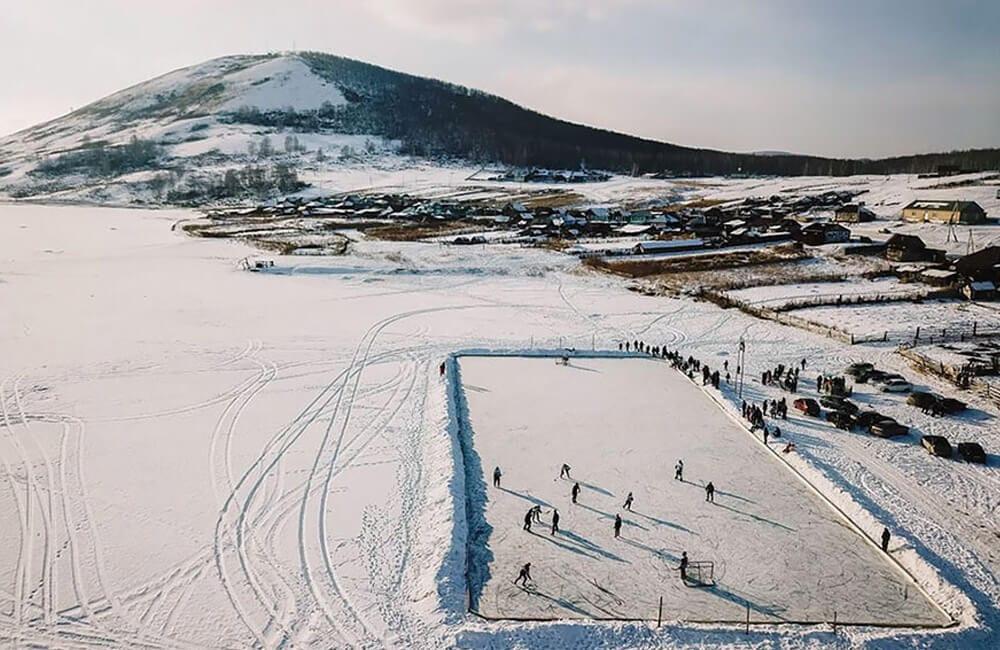 Rural Ice Hockey @ t_a.r_o / Instagram.com