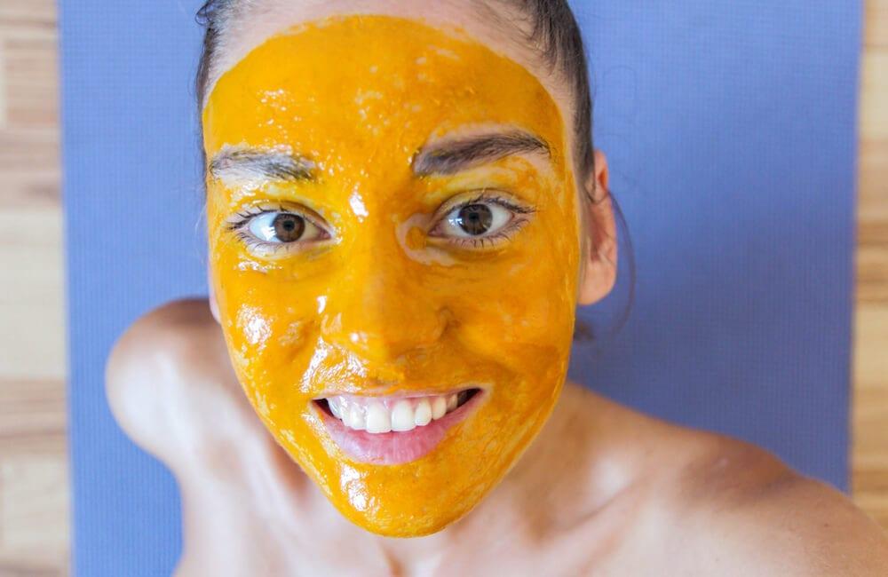 Turmeric Face Mask © POLIGOONE / Shutterstock.com