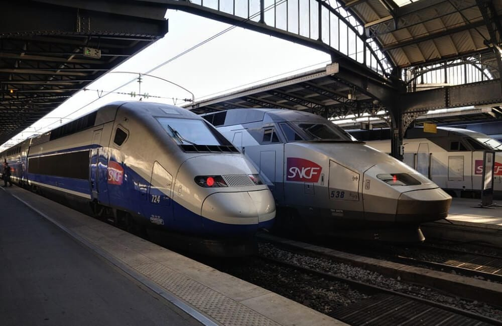 Paris: Two TGV in the Parisian East station @ Taxiarchos228 / CC BY / Wikimedia Commons