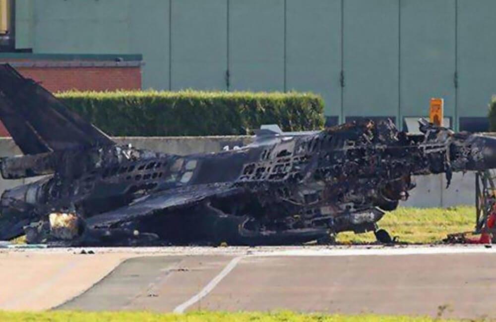 Misparked F-16 Jet @Dankyoupro / Imgur.com