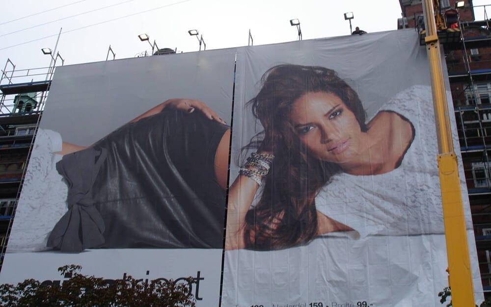 Billboard Fail @crispycrunchybacon / Imgur.com