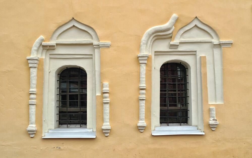 Strange Window © Marina Zezelina / Shutterstock.com