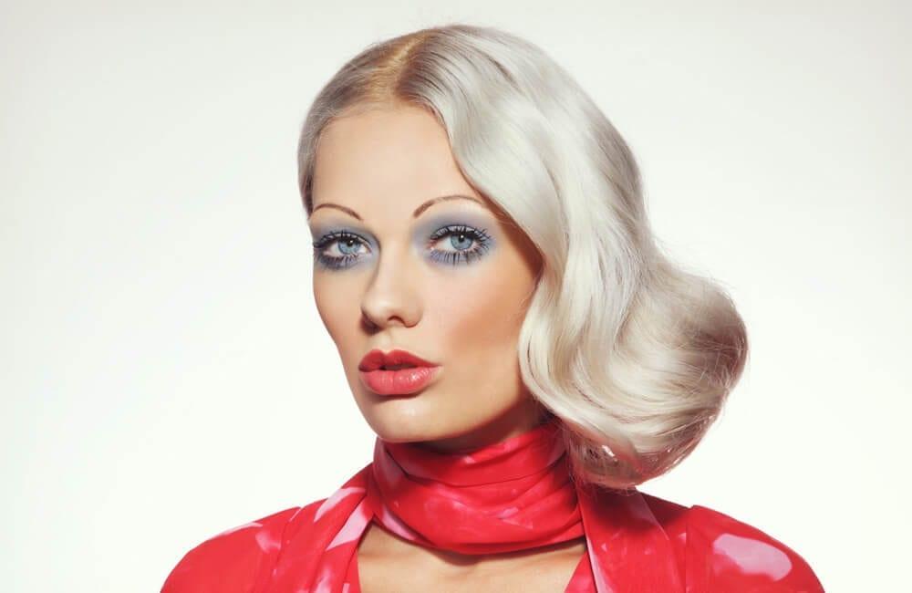 Thin Eyebrows © Olga Ekaterincheva / Shutterstock.com