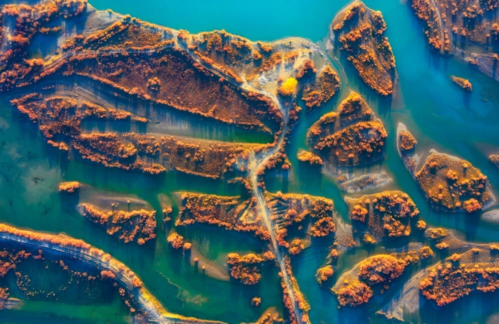 Xinjiang River © HelloRF Zcool / Shutterstock.com