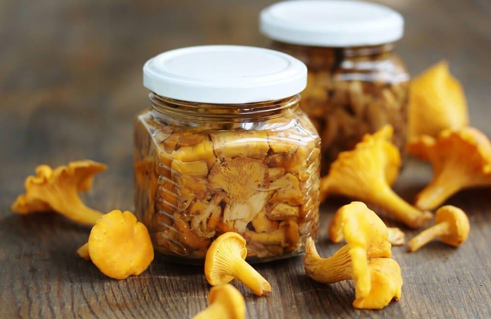 Canned Mushrooms © Lyudmila Mikhailovskaya / Shutterstock.com