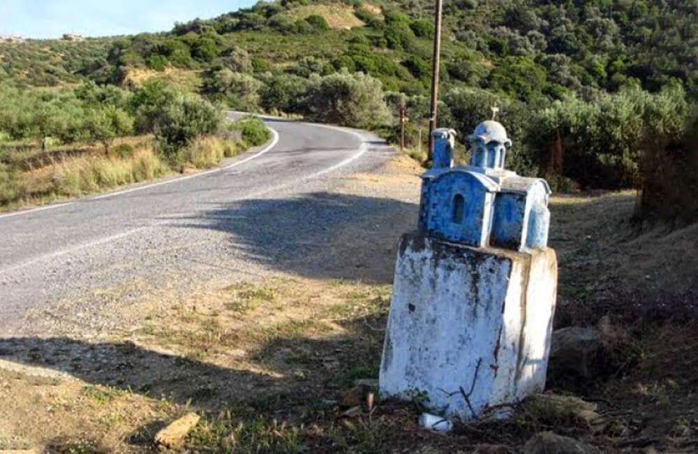 Roadside Shrines @ ella777111 / Pinterest.com