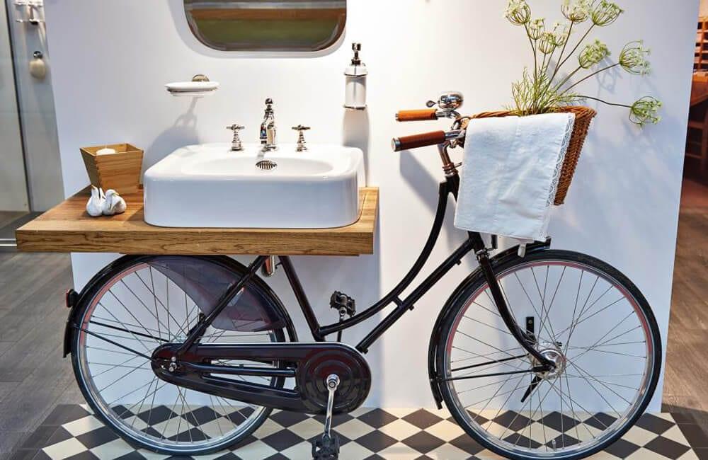 Bicycle Into Bathroom Vanity @lovepropertyuk / Pinterest.com