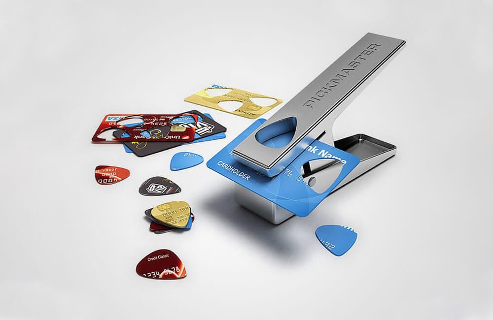 Credit Cards Into Guitar Picks @deniceholloway / Pinterest.com