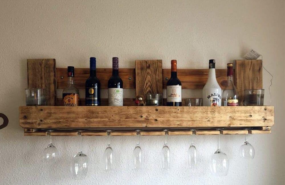 Pallet Into Hanging Bar Shelf @lovepropertyuk / Pinterest.com