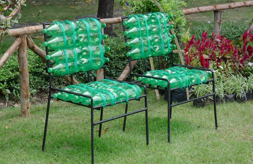 Plastic Bottles Into Garden Chairs @arturodestructor / Pinterest.com