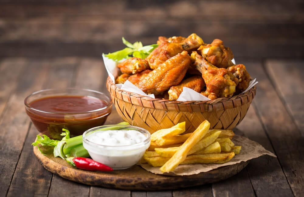 Chicken Wings © pilipphoto / Shutterstock.com