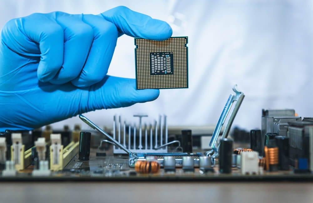 Computer Chips © Maha Heang 245789 / Shutterstock.com