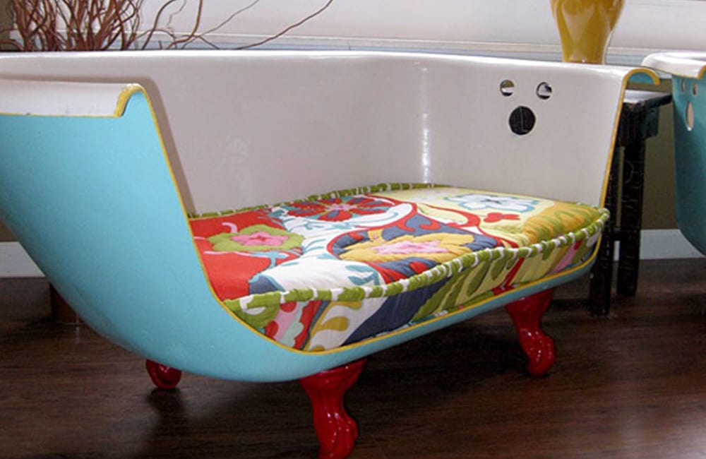 Bathtub Into Couch @cmmnteconomiser / Pinterest.com