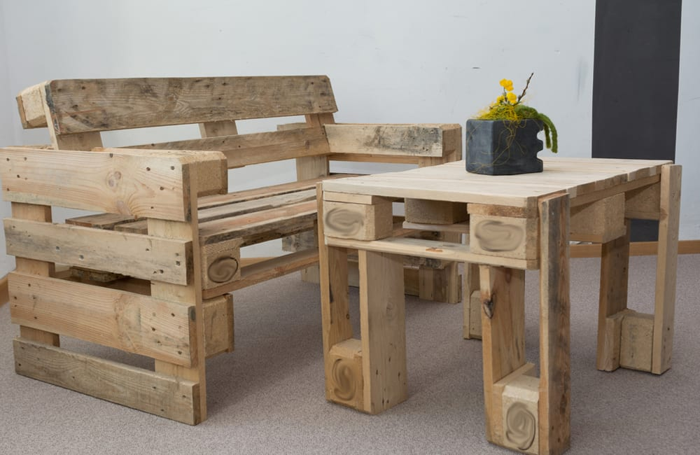 Pallet Into Table and Chair © Bildagentur Zoonar GmbH / Shutterstock.com