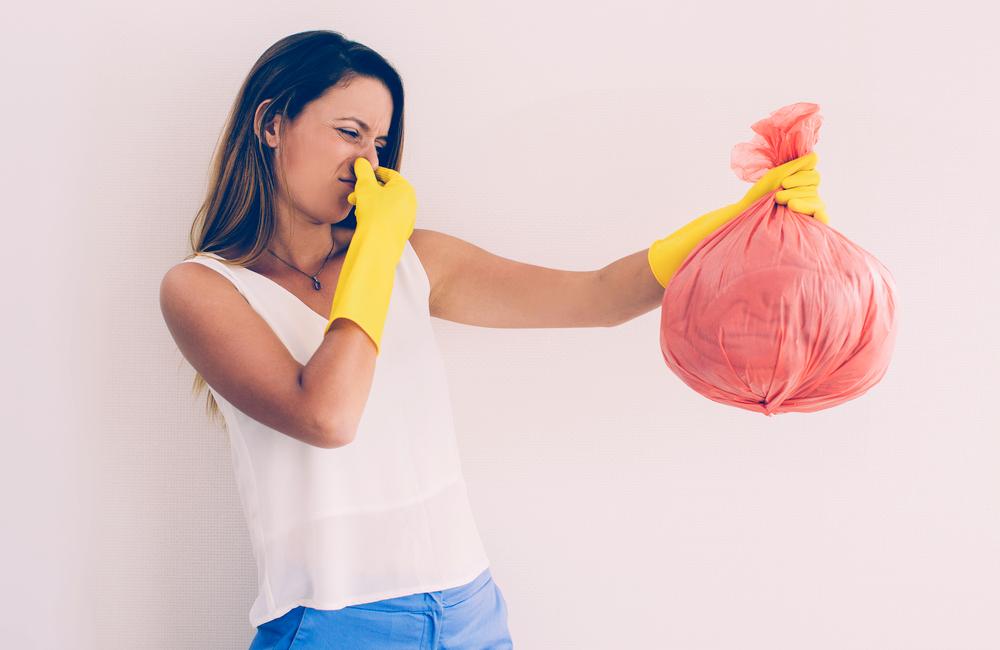 Expired Goods @Mangostar / Shutterstock.com