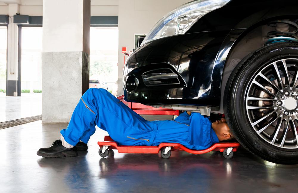 Mechanic @Twinsterphoto / Shutterstock.com
