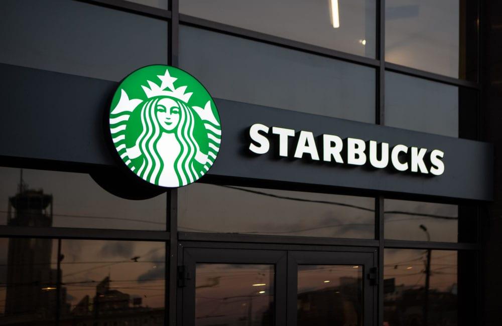 Starbucks ©Papin Lab / Shutterstock.com