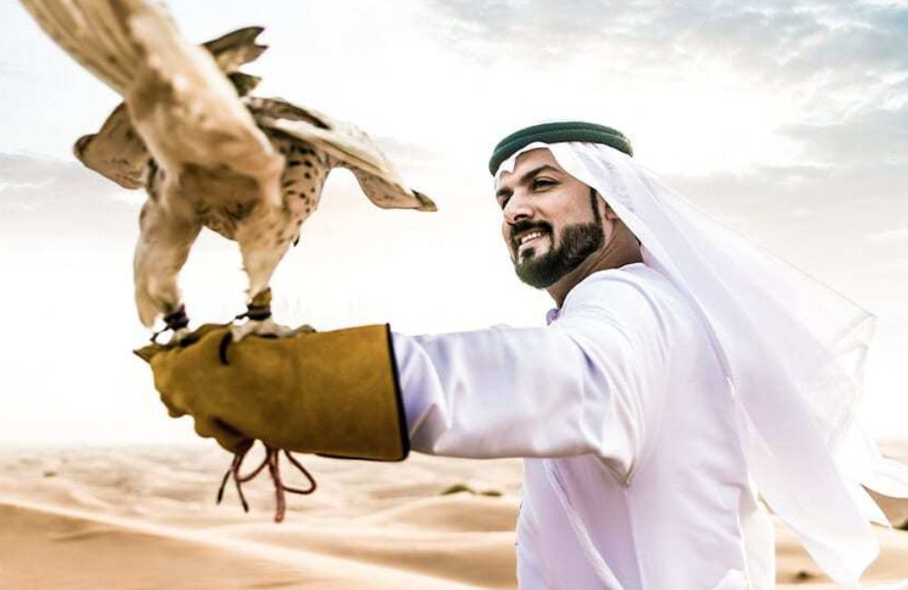 Man with Falcon ©oneinchpunch / Shutterstock.com