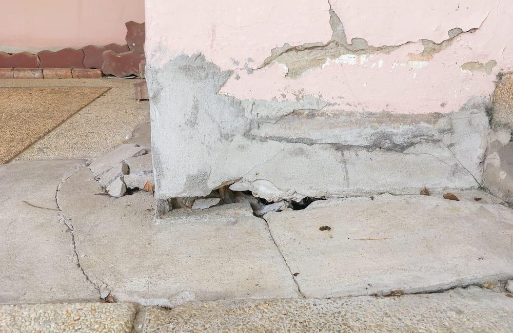Home Improvement Fail @Pataporn Kuanui / Shutterstock.com