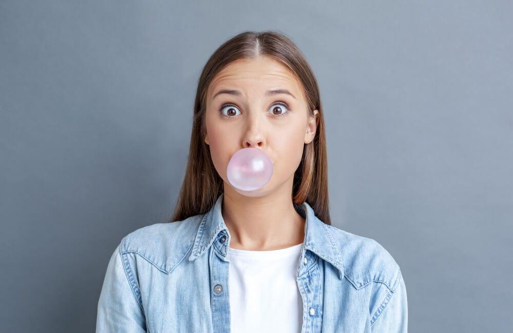 Chewing Gum ©Lizardflms / Shutterstock.com
